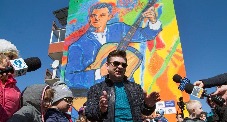 Styl Życia, Król disco zaakceptował mural swoim wizerunkiem - zdjęcie, fotografia