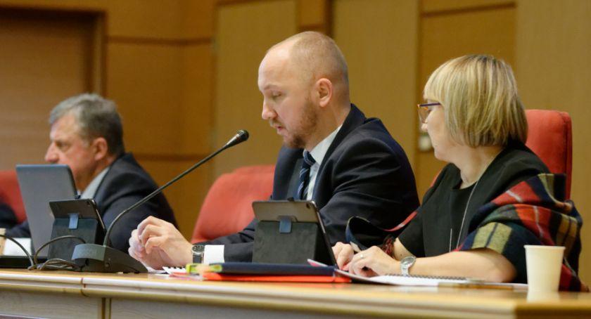 Wiadomości, Uchwała sprawie nadawania honorowego obywatelstwa Białegostoku przepchnięta kolanem - zdjęcie, fotografia