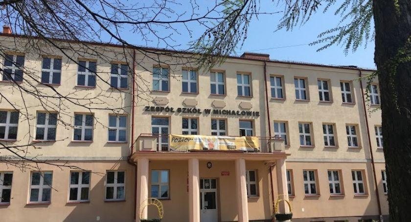 Wiadomości, Mieszkańcy zdecydowali Szkoła zostać Teraz uczniowie dostaną laptopy - zdjęcie, fotografia