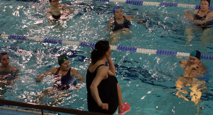 Styl Życia, Pływalnia rodzinna zaprasza wodny aerobik - zdjęcie, fotografia