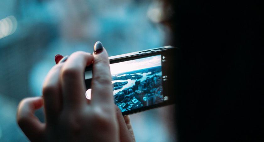 Styl Życia, Młodzi Polacy stanie wytrzymać telefonów - zdjęcie, fotografia