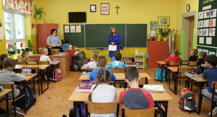 Wiadomości, września nauczyciele otrzymają podwyżki wynagrodzeń - zdjęcie, fotografia