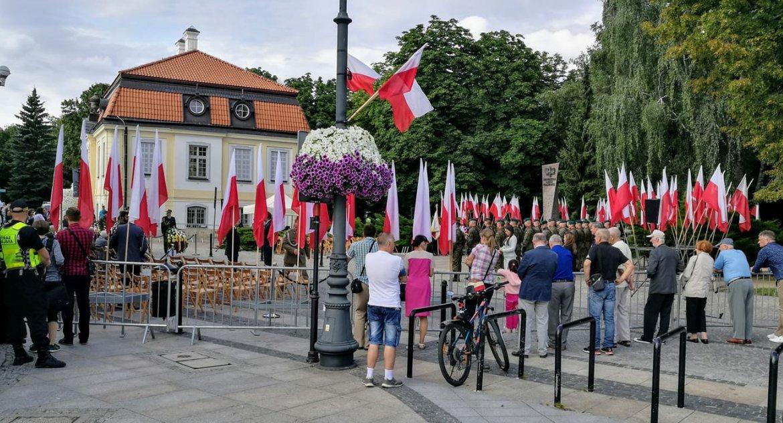 Wiadomości, Uroczystości pomnikiem bardzo skromnie udziału duchownych katolickich - zdjęcie, fotografia