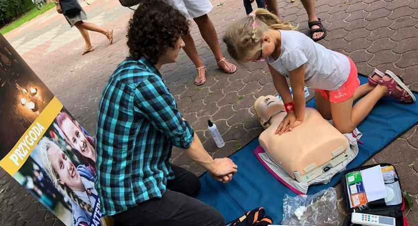 Wiadomości, Białostoczanie nauczą udzielania pierwszej pomocy - zdjęcie, fotografia