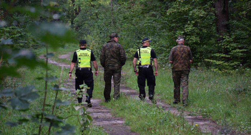 Wiadomości, Straż Leśna Straż Miejska wspólnie czystości lasów - zdjęcie, fotografia
