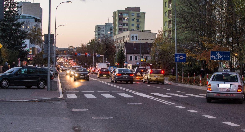 Moto, Rośnie liczba samochodów Białymstoku przybywa kilka tysięcy - zdjęcie, fotografia