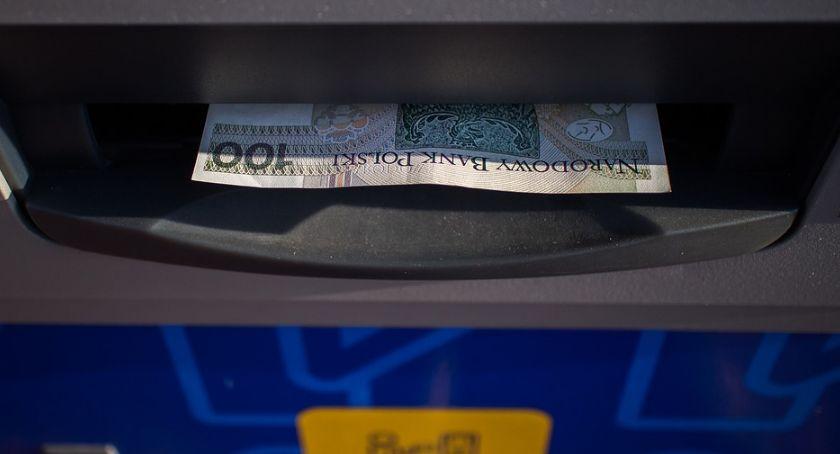 Wiadomości, Podlaskiem przelewy wypierają dostarczanie gotówki przez listonosza - zdjęcie, fotografia