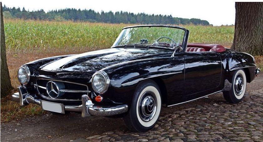Moto, Mercedes najczęściej spotykana marka zabytkowych polskich drogach - zdjęcie, fotografia