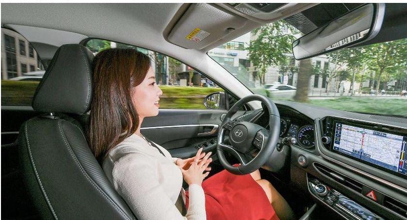 Moto, Sztuczna inteligencja wsparciem kierowców - zdjęcie, fotografia