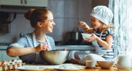 Spędzaj z dzieckiem czas w kuchni. Dobrze Wam to zrobi