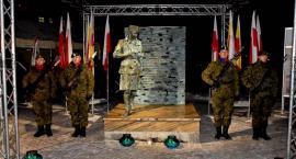 Pomnik odsłonięty z poślizgiem. Prezydent znów podzielił mieszkańców