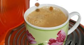 Najwięcej kawy pijemy w… pracy