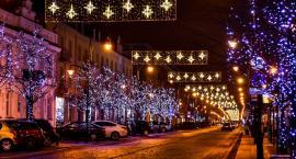 Zabytkowa ulica Warszawska bez ozdób świątecznych
