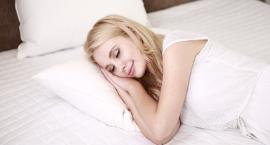 Do snu potrzebny jest dobry materac. Czy powinien być twardy?
