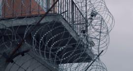Z kontrabandą do więzienia - w bieliźnie, pieluchach, we włosach