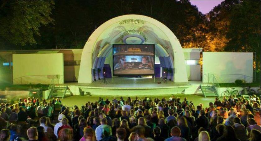 Film, Wakacyjne projekcje filmowe Parku Skaryszewskim - zdjęcie, fotografia