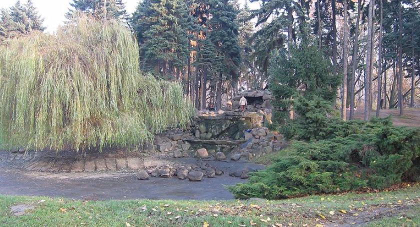 Poszukiwani, Zdewastowano kaskadę Parku Skaryszewskim - zdjęcie, fotografia