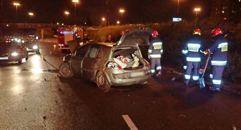 Wypadki, Dachowanie samochodu Ostrobramskiej - zdjęcie, fotografia