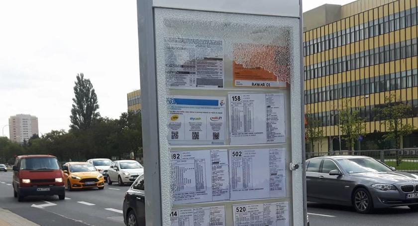 Komunikacja, Kolejne zniszczone przystanki Trudno czymkolwiek wytłumaczyć - zdjęcie, fotografia