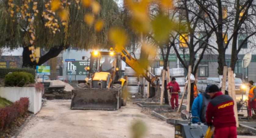 Ulice, Zatoki postojowe chodnik przejście azylami prace Łukowskiej pełną parą [ZDJĘCIA] - zdjęcie, fotografia