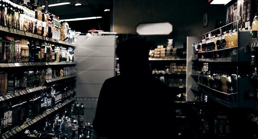 Bezpieczeństwo, Zostawił otwarty sklep wyszedł podobały godziny pracy - zdjęcie, fotografia