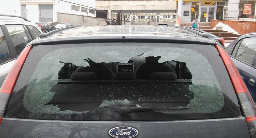 Bezpieczeństwo, Zniszczyli kilkanaście samochodów pijani - zdjęcie, fotografia