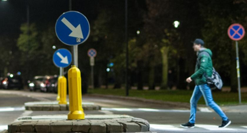 Ulice, przejścia pieszych nowym oświetleniem wkrótce - zdjęcie, fotografia