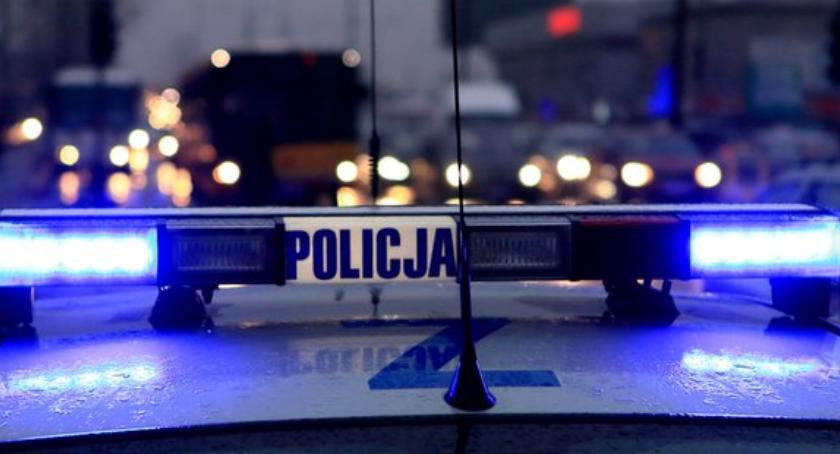 Wypadki, Nieudany pościg policyjne wypadło drogi zakręcie - zdjęcie, fotografia