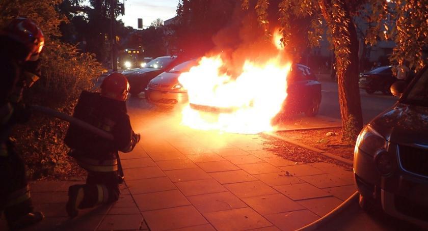 Pożary, Pożar samochodu Międzyborskiej Straż publikuje zdjęcia - zdjęcie, fotografia