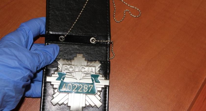 Bezpieczeństwo, Samozwańczy stróż porządku fałszywą legitymacją zatrzymany - zdjęcie, fotografia