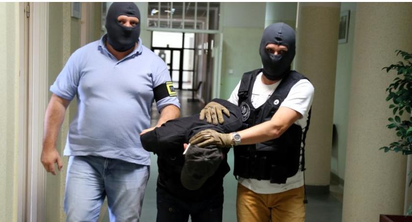 Bezpieczeństwo, Informacja bombie ewakuacja pacjentów sprawca alarmu areszcie - zdjęcie, fotografia