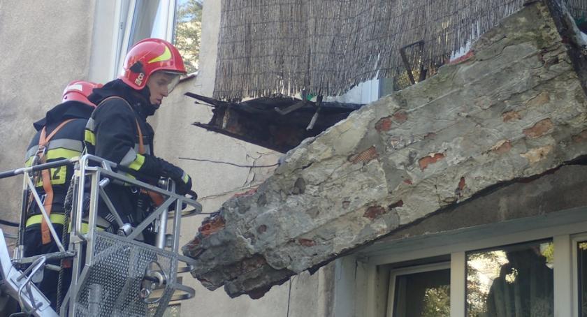 Bezpieczeństwo, Balkon zwisał budynku [ZDJĘCIA] - zdjęcie, fotografia