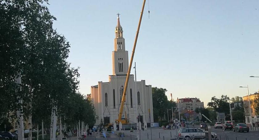 , Dzwony kościoła budzą mieszkańców wniosek zmianę godziny - zdjęcie, fotografia