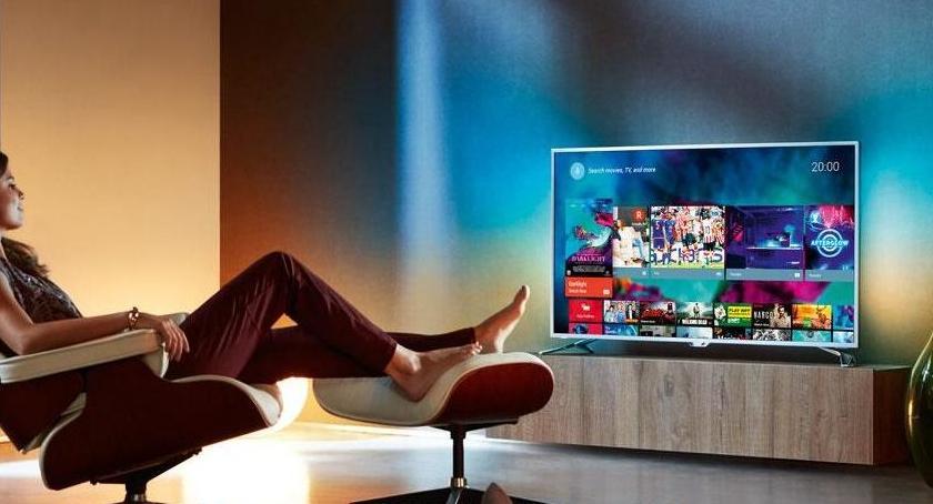Podczas dni wolnych można zrelaksować się przy telewizorze od Dora Falenica.