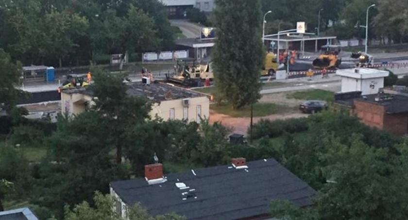 Ulice, Remont Szaserów hałas przez całą dobę utrudnia życie mieszkańcom - zdjęcie, fotografia