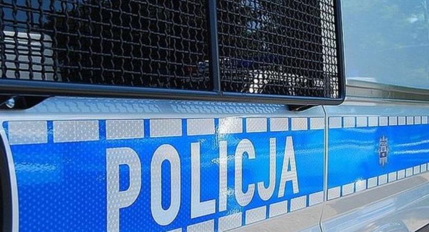 Kradzieże i rozboje, Uczniowie Pragi zatrzymani oszustwa policjanta Rozpoznała nauczycielka - zdjęcie, fotografia