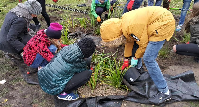 Wspólne budowanie ogrodów deszczowych przy OSiR