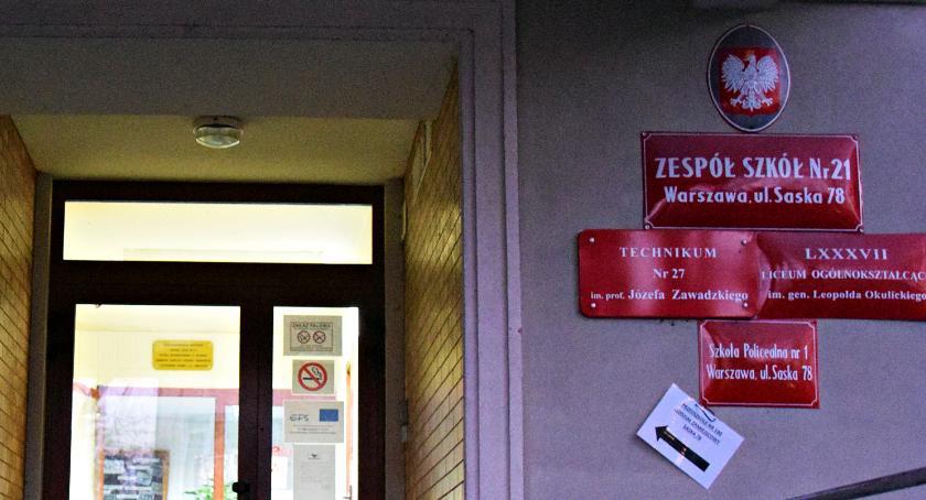 Bezpieczeństwo, Kilkanaście osób zasłabło szkole Saskiej Kępie - zdjęcie, fotografia