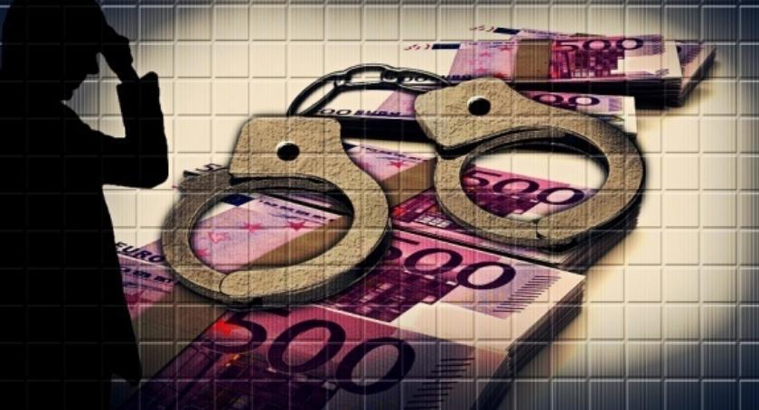 Kradzieże i rozboje, tysięcy plecy Praga Południe oskarżenia defraudację - zdjęcie, fotografia