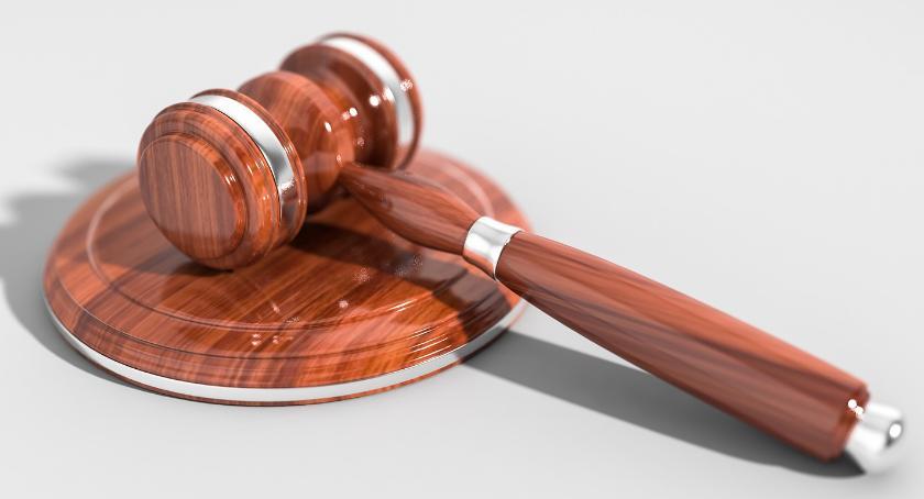Inwestycje, Przeprowadzka praskiego sądu budynek Poligonowej - zdjęcie, fotografia
