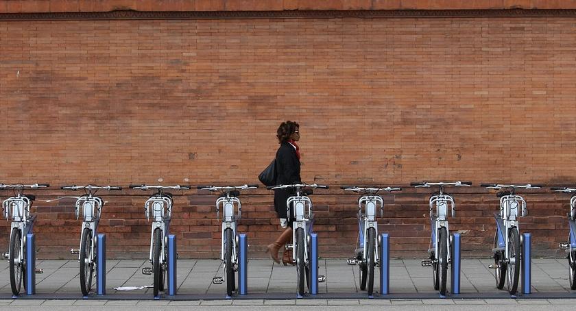 Komunikacja, Rowerzyści kierowcami Warszawie ruszyła kampania społeczna - zdjęcie, fotografia
