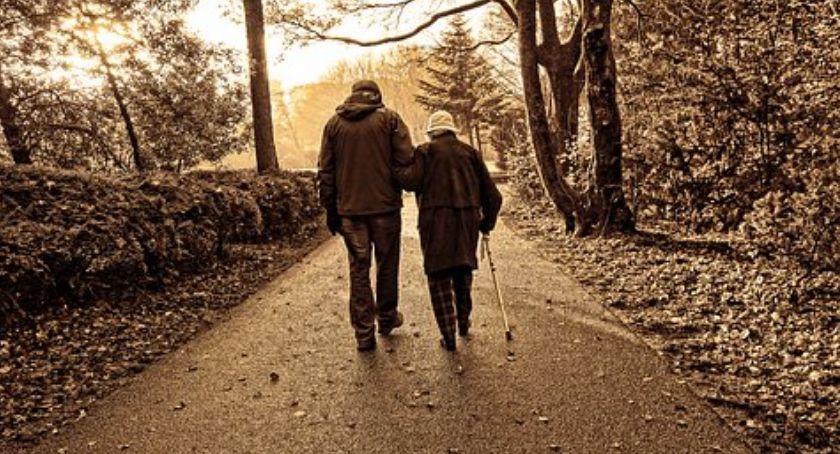 Seniorzy, Wybory Parlamentu Europejskiego darmowy transport niepełnosprawnych - zdjęcie, fotografia
