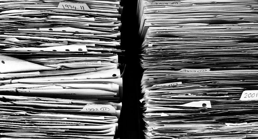 Samorząd, pół miliona wydanych dowódów - zdjęcie, fotografia