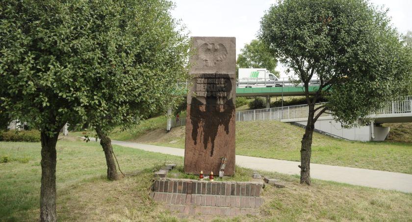 Pomniki, Pomnik Berlinga miał zniknąć końca Wcześniej został zniszczony - zdjęcie, fotografia