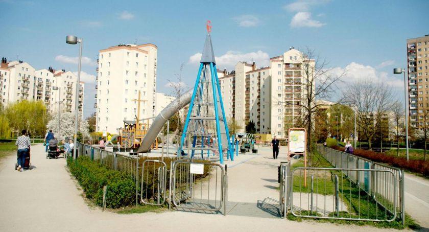 Zieleń, zabaw Parku Balatonem chwilowo zamknięty - zdjęcie, fotografia