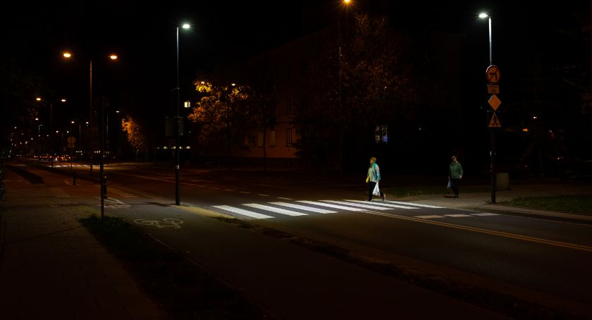 Ulice, doświetla przejścia pieszych Pradze Południe - zdjęcie, fotografia