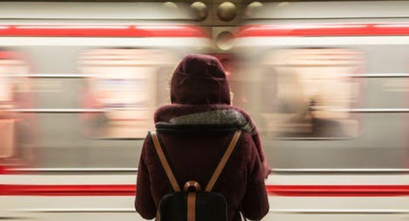 Komunikacja, Miasto zabezpieczyło linię metra Gocław - zdjęcie, fotografia