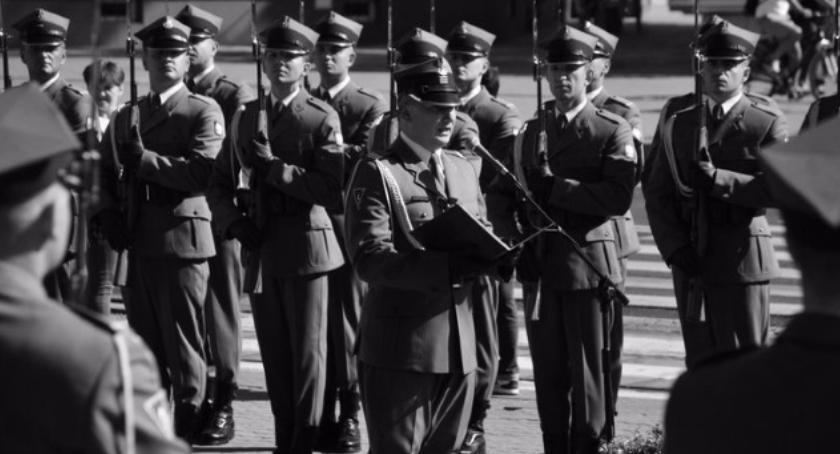 Historia, Uroczystości patriotyczne Grochowie walką polityczną - zdjęcie, fotografia