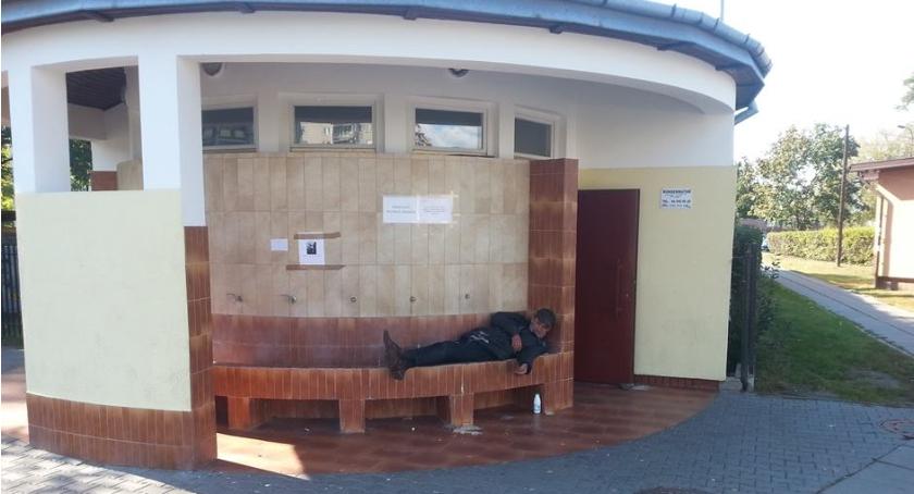 Opieka społeczna, ujęciu oligoceńskiej Motorowej zmarł bezdomny którego śmiali Facebooku - zdjęcie, fotografia