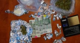 Policja przechwyciła znaczną ilość narkotyków w mieszkaniu na Gocławiu